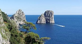 Faraglioni - Image: Capri BW 2013 05 14 15 19 56 Dx O