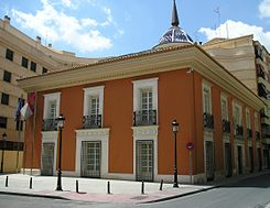 Papercraft building imprimible y armable de la Casa Perona en Albacete. Manualidades a Raudales