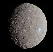 Ceres - RC3 - Haulani Crater (22381131691) (beskåret) .jpg