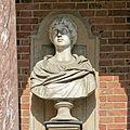 Château de Versailles, cour royale, buste d'impératrice romaine, Vdse 160 03.jpg