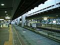 Chiba-monorail-1-Shiyakusho-mae-station-platform.jpg