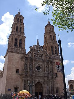 The cathedral during daytime ChihuahuaCathFacade1.jpg