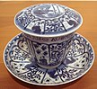 Chinese blue and white export porcelain with European scene and French inscription Kangxi period 1690 1700.jpg