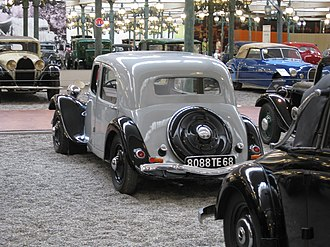 Citroën Traction Avant - 1934 Traction 7A: Before 1935, two fuel filler caps at the back; luggage access only from within