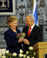 Clinton and Peres 2009.png