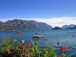 Lago di Como visto dalla riva ovest.