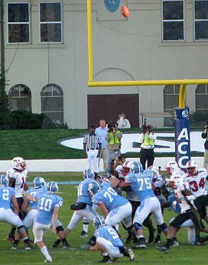 Connor Barth - Image: Connor Barth nails the field goal