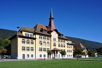 Courtelary, Schulhaus 02 10.jpg