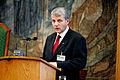 Dagfinn Hoybraten, Norges delegation till Nordiska radet, talar i Plenum under sessionen i Koaenhamn 2006.jpg