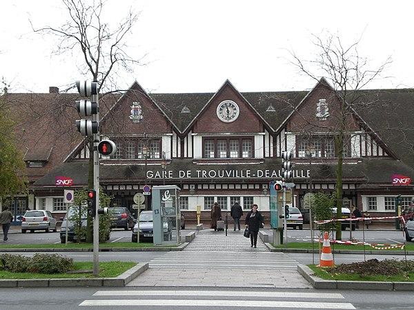Gare de trouville deauville for Piscine x eau cognac