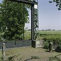 Detail sluisdeur met zichtbaar schade aan baksteen - Ten Boer - 20388154 - RCE.jpg