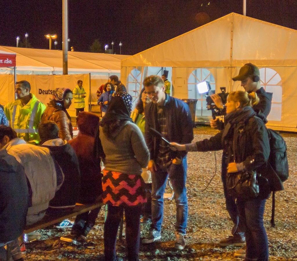 Drehscheibe Köln-Bonn Airport - Ankunft Flüchtlinge 27. September 2015-0072.jpg