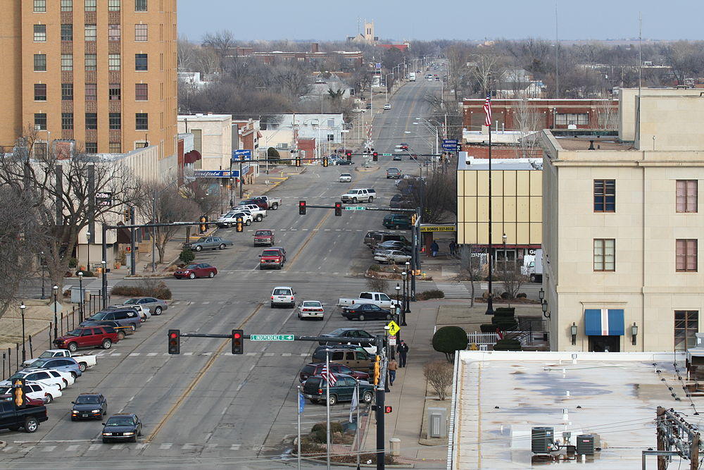 The population density of Enid in Oklahoma is 242.16 people per square kilometer (627.17 / sq mi)