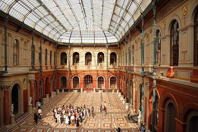 Datei:Ecole Nationale Superieure des Beaux-Arts cour interieure.JPG ...