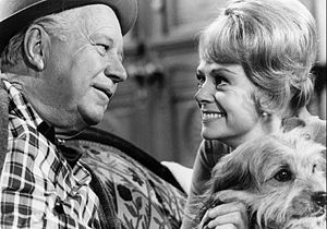 "Joe Carson (Petticoat Junction) - Edgar Buchanan as ""Uncle Joe"", June Lockhart as Dr. Janet Craig, and Higgins as ""Dog"" on TV's Petticoat Junction (1969)"
