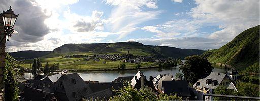 Ellenz behind the Moselle River as seen from Beilstein