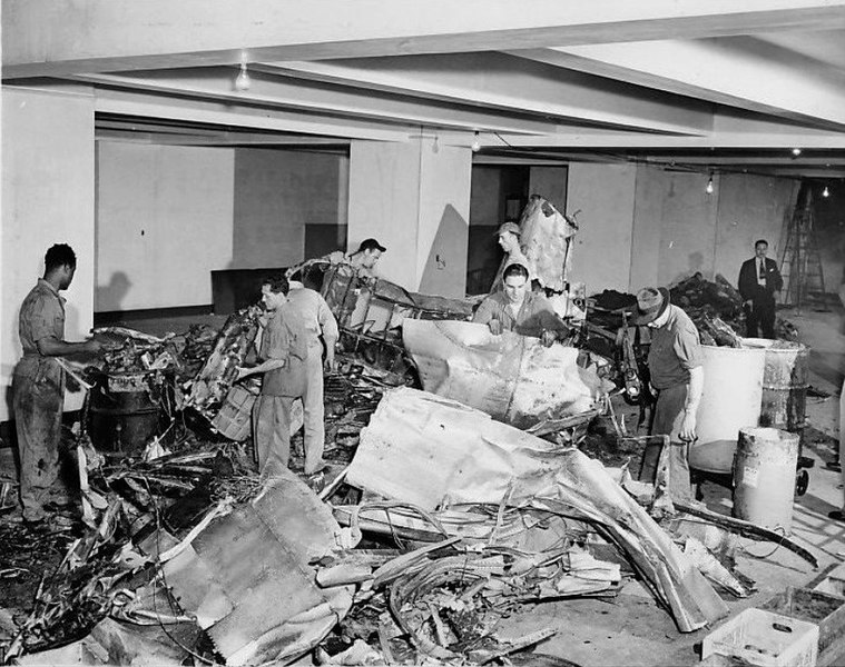 File Empire State Building Plane Crash Wreckage 1945 Jpg