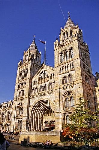 Natural History Museum, London - Image: Entrance to Natural History Museum, Cromwell Road, London SW7 geograph.org.uk 1034304