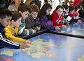 Escuelas de todo el pais visitan el Museo Malvinas (20313923902).jpg