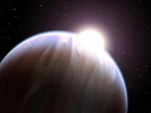 De witte sterren zijn de exoplaneten
