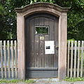 FFM Willemer-Gartenhaus Aussen Tor.jpg