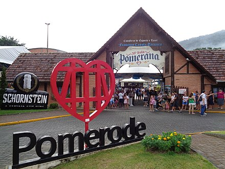 Pomerode, Santa Catarina, is one of the municipalities with a cooficial language. In this region, Hunsruckisch and East Pomeranian, German dialects, are two of the minor languages (see Brazilian German). Festapomerana.jpg