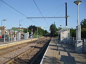 Fieldway tram stop - Image: Fieldway tramstop look south