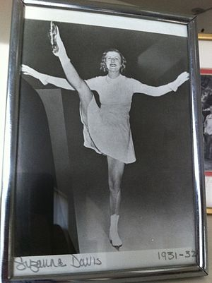 Suzanne Davis (figure skater) - Image: Flying Blade Pose of Suzanne Davis King Bradshaw from the personal family photo collection of grandson J. Turner Hunt