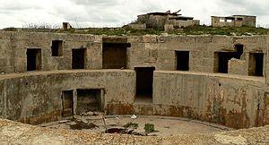 Fort Campbell (Malta) - Gun emplacement and gun crew accommodation