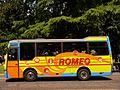 Fotothek-df ge 0000197-Romeo-Bus fährt Touristen durch die Stadt.jpg