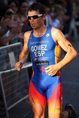 2011 ITU World Championship Series - 2010 World Champion Gómez survived a fall on the bike to win.