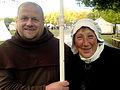 Freuen sich ob der Eintrittsgelder, Empfangskomitee an der Eingangsabsperrung zu den mittelalterlichen Ritterspielen 2012 in Hannover.jpg