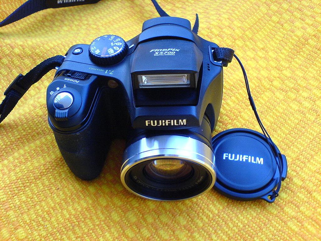 File fujifilm finepix s5700 digital camera black front for Fujifilm finepix s5700 prix
