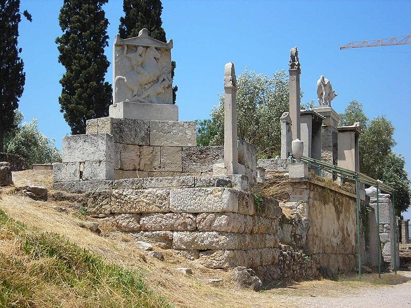 File:Funerary steles at Kerameikos.jpg