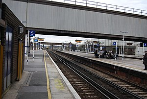 Gatwick Airport railway station - Southbound view from Platform 5 in February 2009