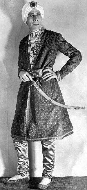 George Arliss - George Arliss in sultan costume