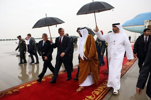 George W. Bush and Khalifa bin Zayed Al Nahyan
