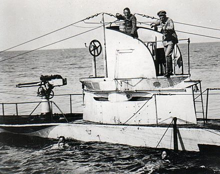 SMS U-27 with members of her crew German UBoat U27 Sunk 19 August 1915 with crew.jpg