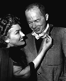 Gloria Swanson (esquerra) i Billy Wilder, ca. 1950