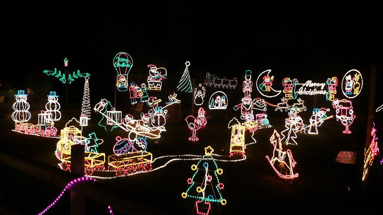 File:Godshill Old World Tea Rooms Christmas Lights 2.JPG - Wikimedia ...