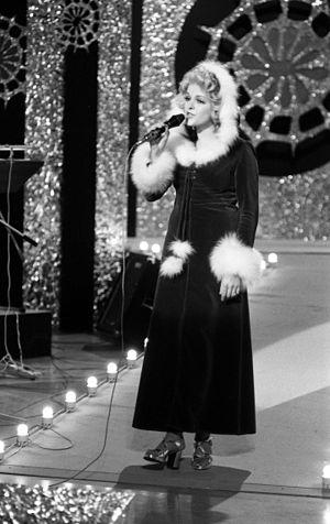 Gro Anita Schønn - Schønn performing in the 1974 Norwegian Melodi Grand Prix