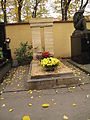 Hřbitov Malvazinky (036).jpg