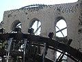 Hama, Norias (hölzerne Schöpfräder) schaufeln quietschend das Wasser aus dem Orontes in die Aquädukte (38650891696).jpg