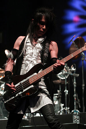 Fernandes Guitars - Heath of X Japan with his signature Fernandes bass guitar