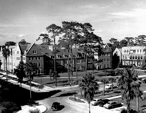 Historic University of Florida Campus - By UF Digital Collections from Gainesville.NorwalkJames at en.wikipedia [CC-BY-SA-2.0 (http://creativecommons.org/licenses/by-sa/2.0)], from Wikimedia Commons at en.wikipedia [CC-BY-SA-2.0 (http://creativecommons.org/licenses/by-sa/2.0)], from Wikimedia Commons