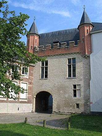 "Entrance gate to the Prinsenhof (Flemish Dutch; literally ""Princes' court"") in Ghent, where Charles was born. Hoftenwalle.JPG"