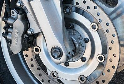 Honda VTX 1800 C 2007 - closeup brakes.jpg
