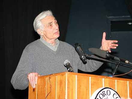 Howard Zinn speaking at Marlboro College February 2004 Howard Zinn.jpg
