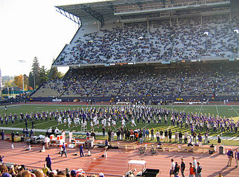 Description de l'image Husky Stadium pregame show band.jpg.