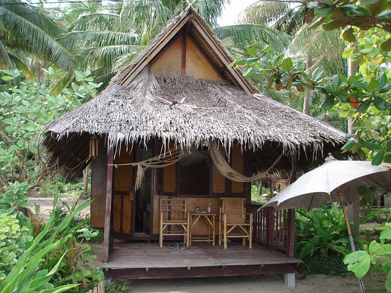 File:Hut at beach of AoThongNaiPanNoi.JPG